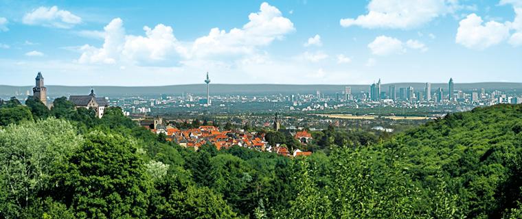 Blick von Kronberg auf die Skyline Frankfurt