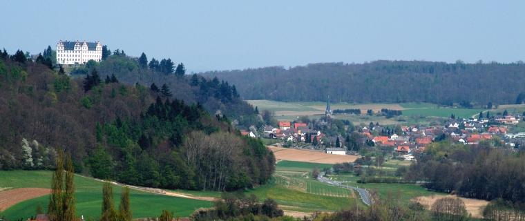 Niedernhausen und Schloss Lichtenberg (Foto: B. Scheider)