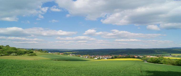 Blick auf Deisel und den Reinhardswald