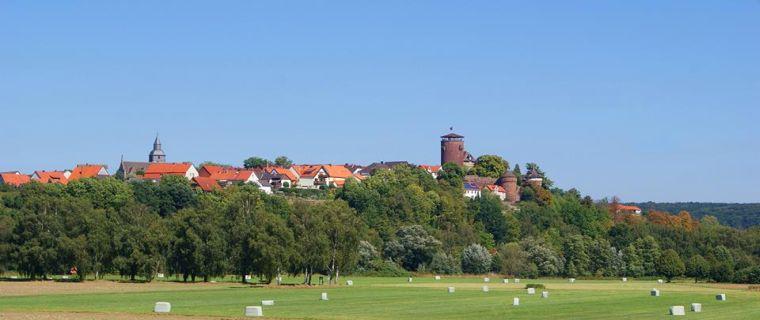 Blick auf die Trendelburg und Kirche