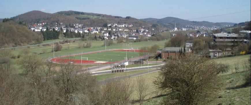 Schule mit Schulsportanlage