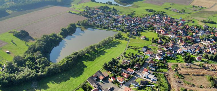 Der Stadtteil Wittgenborn mit dem Dorfweiher