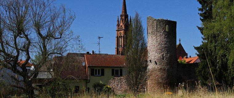 Stumpfer Turm mit Stadtkirche Langen