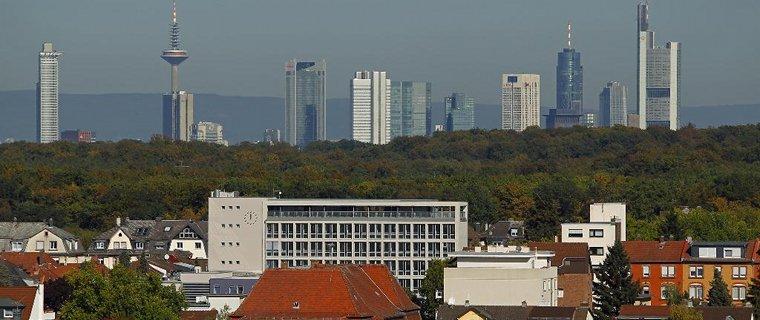 Blick über Neu-Isenburg nach Frankfurt