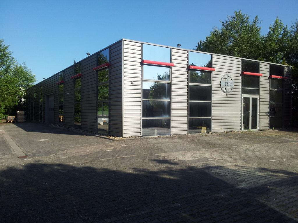 Lager-/Produktionshalle mit schönen Büros!