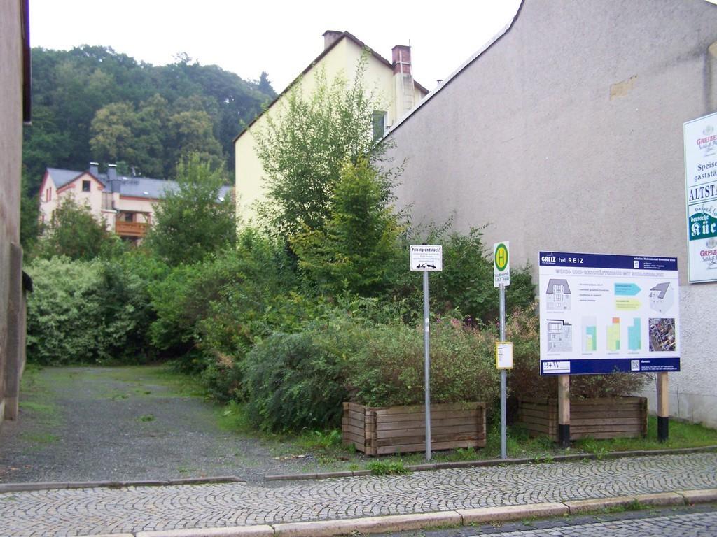 Wohn- und Geschäftshaus mit Schloßblick