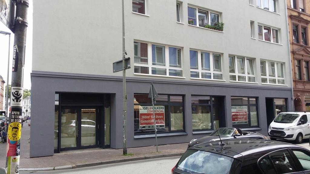 Frankfurt am Main: Eigenheim in Frankfurt am Main - Aufzug